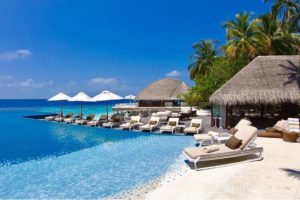 huvafenfushi maldives pool