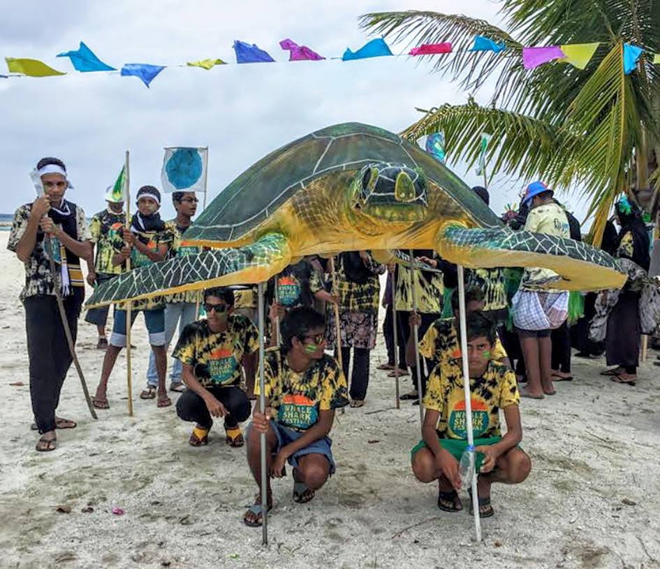 Dhigurah with their award winning Festival Mascot for MWSFEST14