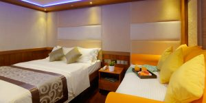LEO Luxury Yacht deluxe cabin day bed4