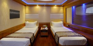 LEO Luxury Yacht deluxe cabin twin bed3